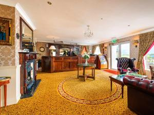 The lobby or reception area at Bellbridge House Hotel