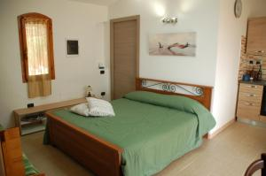 A bed or beds in a room at Apartments Casa Vacanze Porto Pino