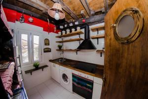 A kitchen or kitchenette at Andra Mari Portua