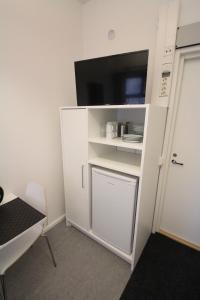 TV tai viihdekeskus majoituspaikassa Forenom Hostel Helsinki Pitäjänmäki
