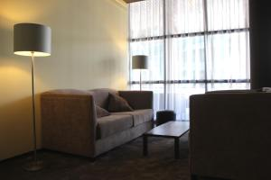 A seating area at Hotel M