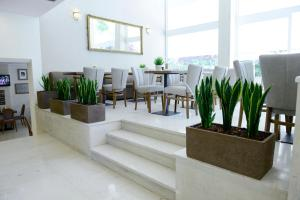 A restaurant or other place to eat at Phidias Hotel
