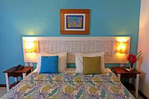 A bed or beds in a room at Sobrado da Vila Hotel