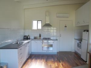A kitchen or kitchenette at Off Mountain Accommodation