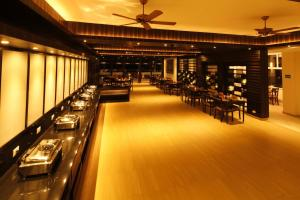 A restaurant or other place to eat at Sinclairs Retreat Kalimpong