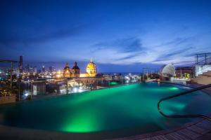 Het zwembad bij of vlak bij Movich Hotel Cartagena de Indias