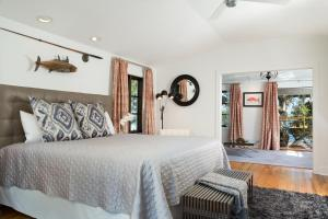 A bed or beds in a room at Black Dolphin Inn