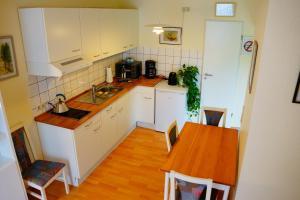 A kitchen or kitchenette at Boardinghouse Nordpark