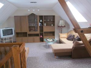 Ein Sitzbereich in der Unterkunft Ferienwohnung am Storchennest