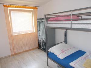 Poschodová posteľ alebo postele v izbe v ubytovaní Apartment Vihorlat