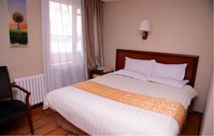 Кровать или кровати в номере GreenTree Inn Heilongjiang Harbin Zhongyang Street Business Hotel