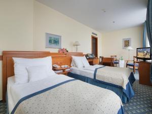 Postel nebo postele na pokoji v ubytování Ramada Prague City Centre