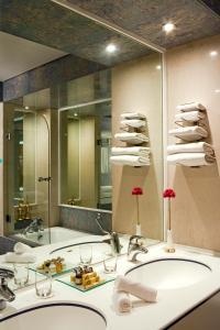 حمام في مركيور جراند جبل حفيت