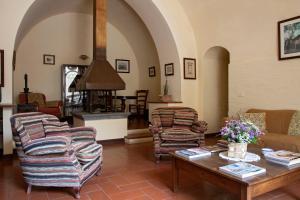 A seating area at Il Granaio dei Casabella