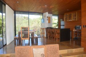 A restaurant or other place to eat at Cabañas el Retorno