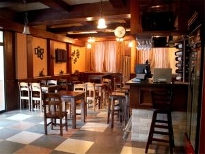 A restaurant or other place to eat at Best Western Gobi's Kelso