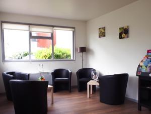 A seating area at Hotel Inn Design Resto Novo La Rochelle