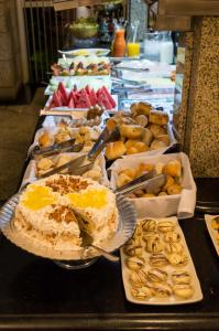 Breakfast options available to guests at San Juan Royal