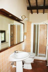 A bathroom at Casale Del Colle | Perugia