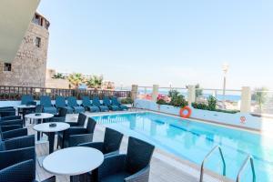 Bazén v ubytovaní Hotel Riviera alebo v jeho blízkosti