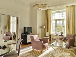 The lounge or bar area at Four Seasons Hotel Gresham Palace Budapest