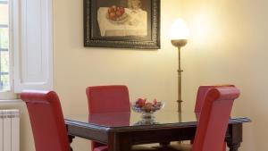 A seating area at Portico Ottavia Garden Apartment