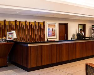 The lounge or bar area at City Lodge Hotel Pinelands