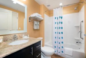 A bathroom at TownePlace Suites Orlando at FLAMINGO CROSSINGS® Town Center/Western Entrance