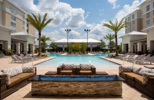 The swimming pool at or close to TownePlace Suites Orlando at FLAMINGO CROSSINGS® Town Center/Western Entrance
