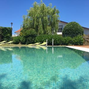 The swimming pool at or near Complejo la Regalina