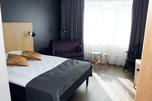 A bed or beds in a room at Sundvolden Hotel