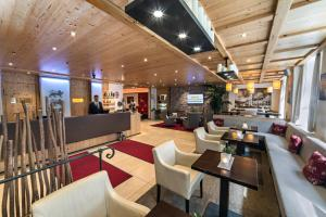 The lounge or bar area at Drei Loewen