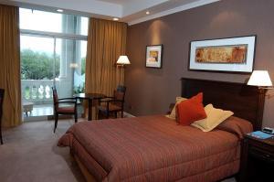 A room at Howard Johnson Sierras Hotel y Casino Alta Gracia