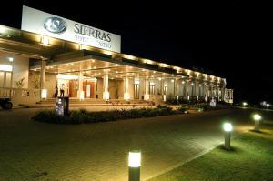 The facade or entrance of Howard Johnson Sierras Hotel y Casino Alta Gracia