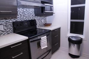 A kitchen or kitchenette at Maison de ville confort