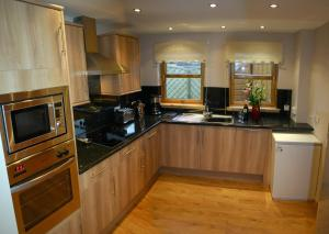 A kitchen or kitchenette at Seashore House