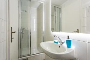 A bathroom at Apartments Rudjer