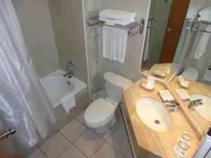 Ванная комната в Hotel Diego de Almagro Los Angeles