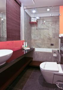 A bathroom at Hotel Topaz