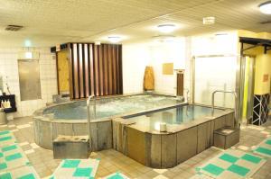Kolam renang di atau di dekat Capsule Hotel & Sauna Ikebukuro Plaza