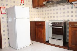 A kitchen or kitchenette at AL Center Aveiro - Alojamento Local