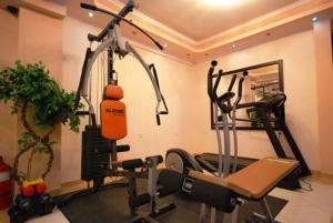 Фитнес-центр и/или тренажеры в Pozar Salt Cave Hotel Spa