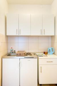 Cuisine ou kitchenette dans l'établissement Studios Tonina