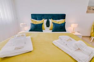 Uma cama ou camas num quarto em Apartamentos Sol & Ria