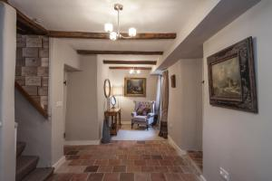 The lobby or reception area at Three Little Pigs Luxury Cottage