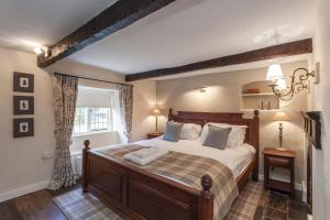 A bed or beds in a room at Three Little Pigs Luxury Cottage
