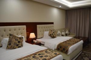 Cama ou camas em um quarto em Dar Al Wedad Hotel