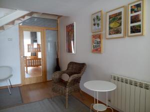 A seating area at Alojamiento picota