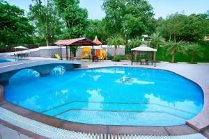 The swimming pool at or close to Villa San Lawrenz