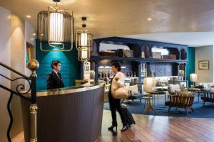 מסעדה או מקום אחר לאכול בו ב-Grand Hotel Beauvau Marseille Vieux Port - MGallery